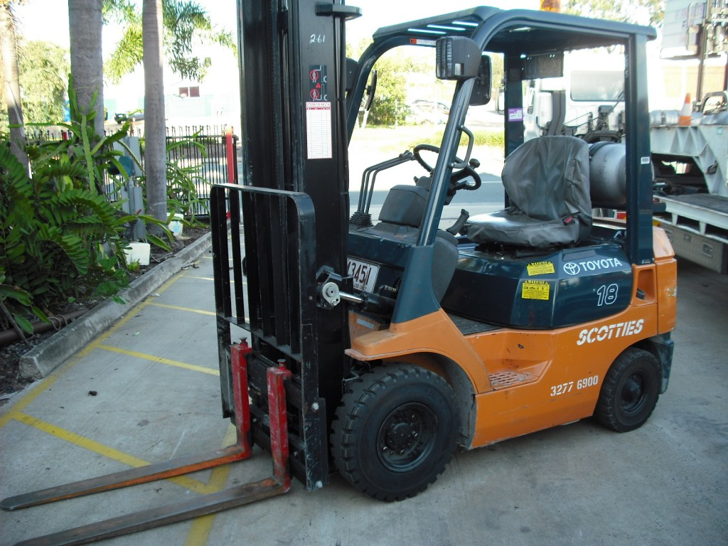 Nissan CH01A18U 6m clear view side shift LPG Forklift