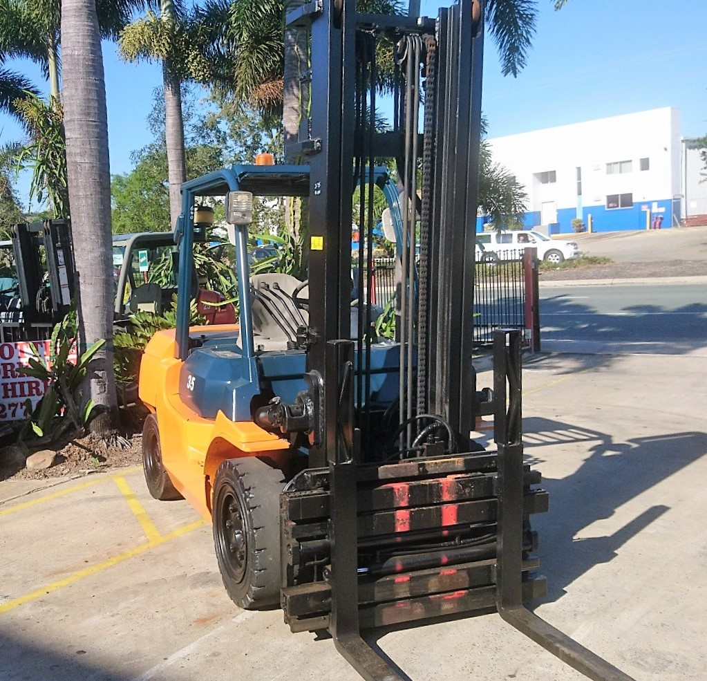 FOR SALE UNIT 640 TOYOTA 02-7FD35 FORK SPREADER WITH SIDE SHIFT P.O.A